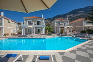 garbis villas studio pool